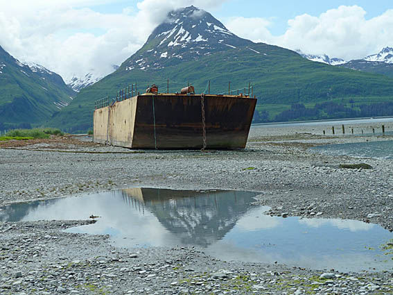 Båten hamnade på land vid jordbävningen 1964. Valdez
