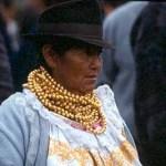 Kvinna med guldhalsband. Otavalo