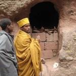 Pilgrimer vid grav. Lalibela