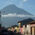 Stadsvy. Antigua. Guatemala (U)
