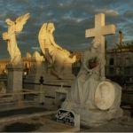 Statyer på kyrkogård. Cienfuegos