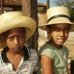 Pojkar med stråhattar. Trinidad