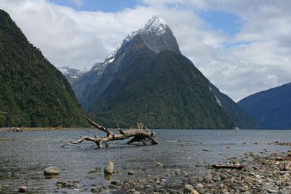 Mitre Peak. Milford Sound. Nya Zeeland (U)