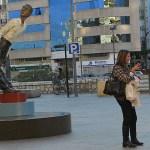 "Statyn ""Tjuvlyssnaren"". Malaga"