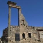 Hus med romersk kolonn. Bosra (U)