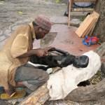 Träsnidare. Dar es Salaam