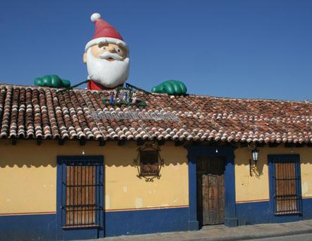 Jultomte i +30. San Cristobal de las Casas