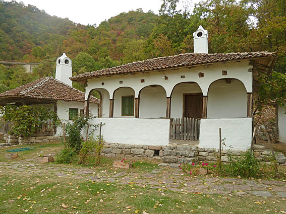 Traditionellt hus. Levinski Vir