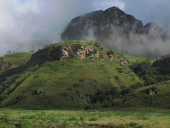 Morgon i Drakensberg Mountains (U)