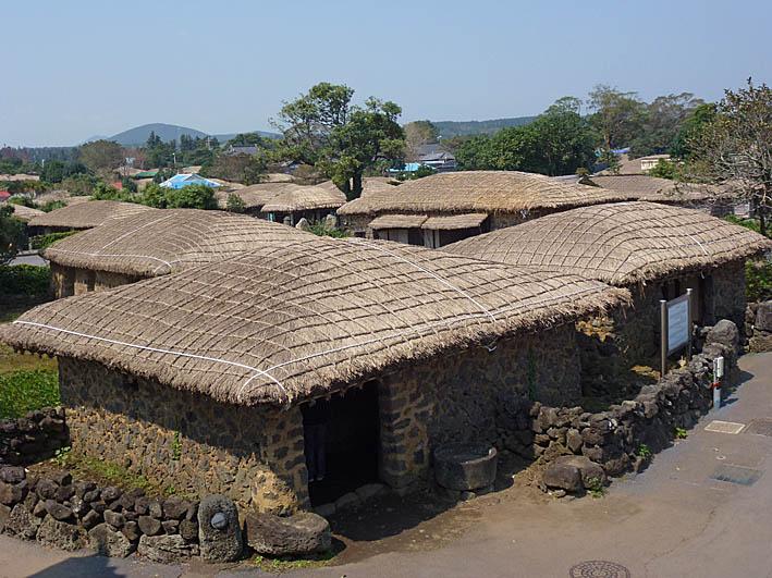 Vy över del av byn. Seongeup