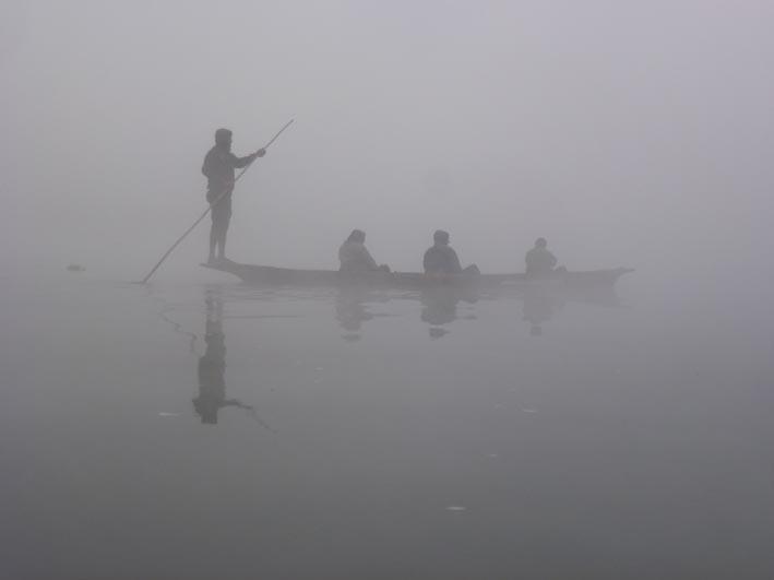 Båttur i morgondis. Chitwan National Park (U)