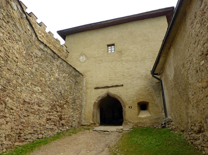 Porten in till borgen. Lubovna Hrad