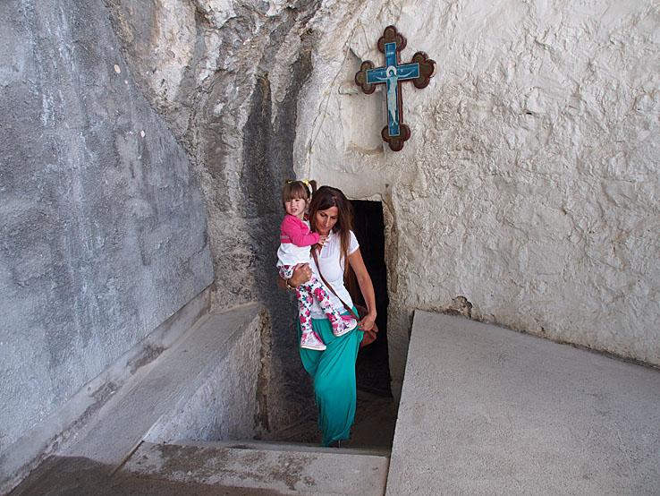 Ingången till kapellet. Klostret. Ostrog