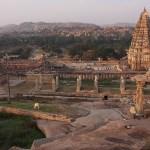Vy över templet Virupaksha. Hampi (U)