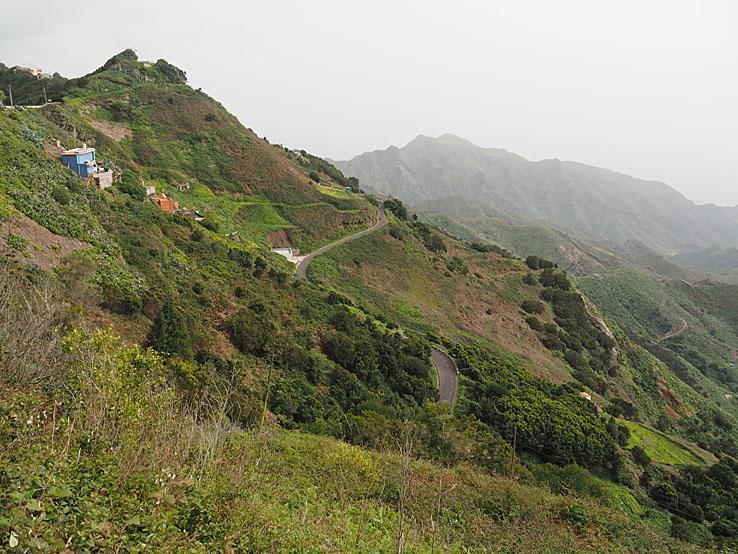 Med bil på slingrande bergsvägar i Anaga-bergen