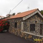 Traditionellt hus byggt av lavasten. Las Manchas