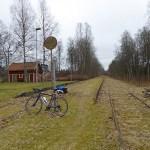 Den asfalterade banvallen slutar i Ambjörnarp. Ätradalsleden