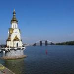 Huvudstaden Kiev ligger vid den mäktiga floden Dnepr.