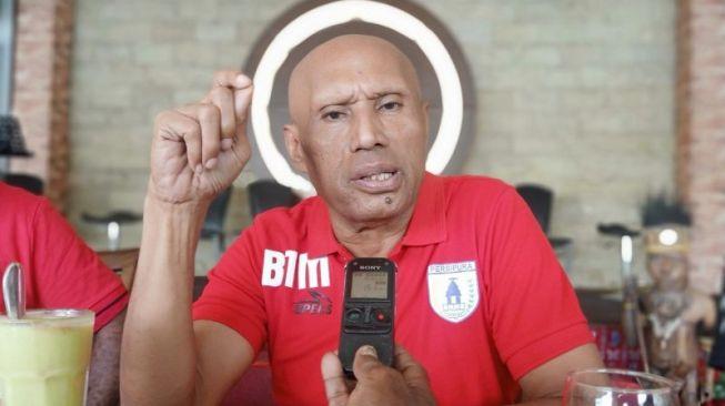 Ketua Umum Persipura Jayapura Benhur Tomi Mano (ANTARA / Alfian Rumagit)