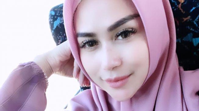 Bebizie pakai hijab. (Instagram/@bebizie)