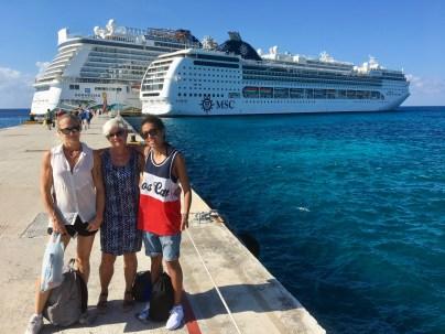 Vi åkte i den större båten