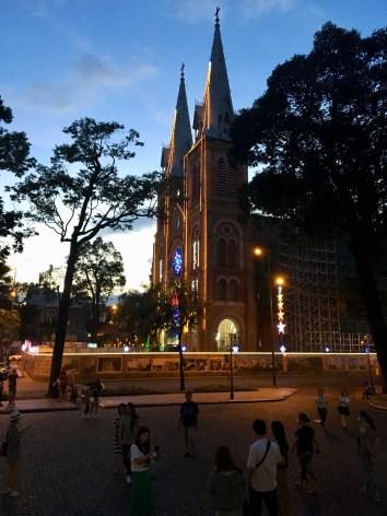 Notre Dame oi Saigon
