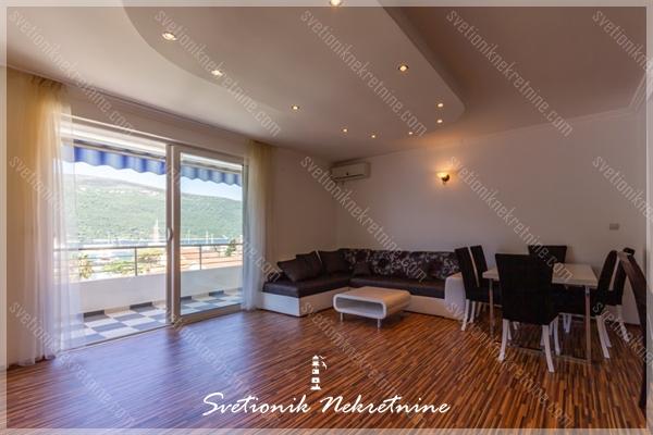 Dvosoban stan u zgradi sa bazenom - Djenovici, Herceg Novi