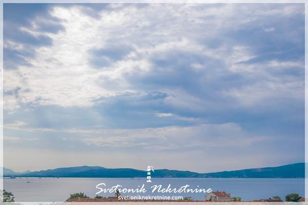 Stan sa pogledom na more, novogradnja, Bijela