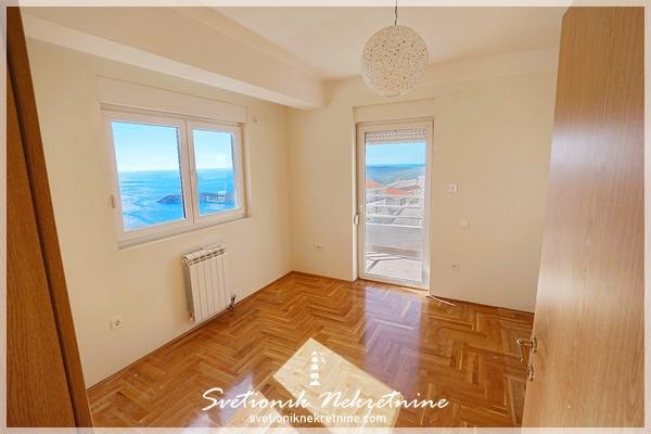 Nov trosoban stan sa panoramskim pogledom na more Budva Seoca