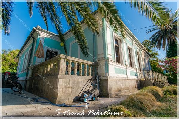 Prodaja stanova kuca / stanova Herceg Novi - Stan / deo prelepe istorijske kuce u neposrednoj blizini mora, Meljine