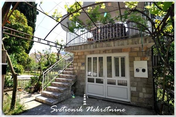 Kuca u neposrednoj blizini mora (jednosoban stan + apartman) - Igalo, Herceg Novi