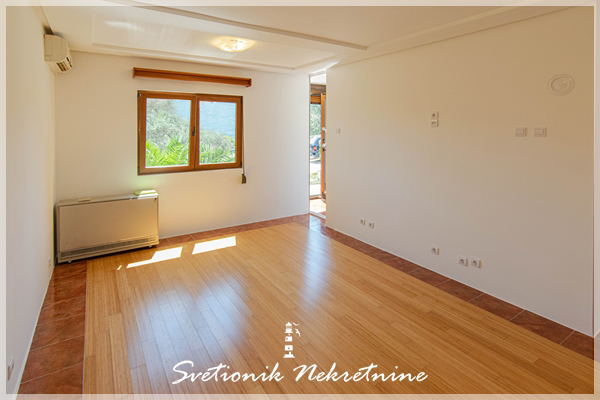 Prodaja stanova Herceg Novi - Kompletno renoviran jednosoban stan, Crveni Krst