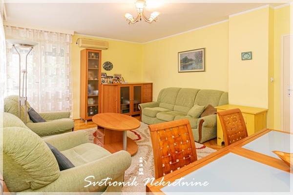 Prodaja stanova Herceg Novi - Kompletno renoviran dvosoban stan na odlicnoj lokaciji, Savina