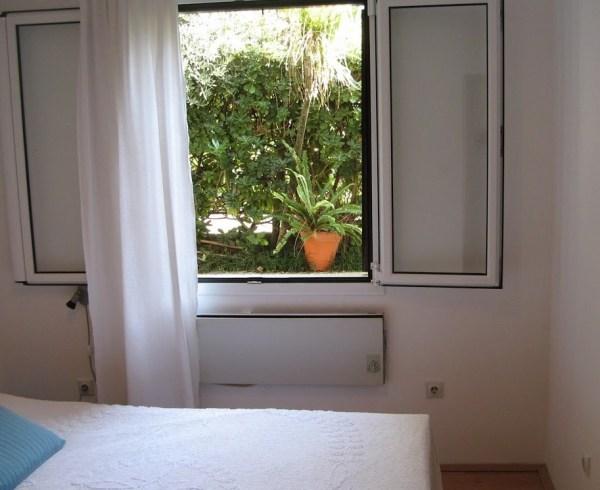Prodaja stanova Herceg Novi - Dvosoban stan sa sopstvenim dvoristem u prvom redu do mora, Savina