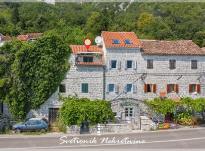 Prodaja kuca Kotor - Renovirana kamena kuca u prvom redu do mora, Strp