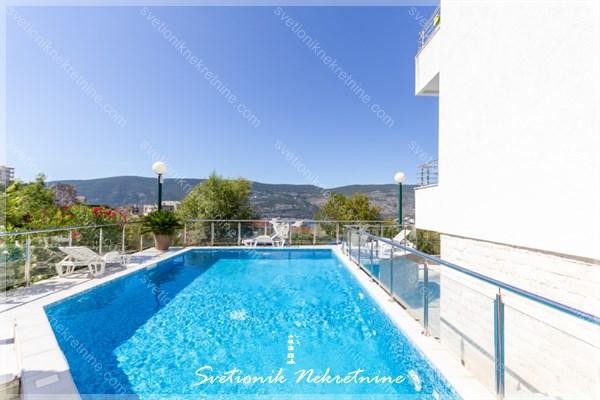 Prodaja stanova Herceg Novi - Luksuzan stan sa pogledom na more smesten u kompleksu sa bazenom, Topla 2