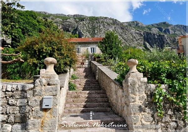 Kamene kuce Kotor - Kamena vila u prvom redu do mora, Dobrota