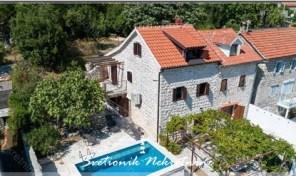 Renovirana kamena kuca sa bazenom i pogledom na more – Orahovac, Kotor