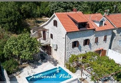 Kamena kuca Kotor – Renovirana kamena kuca sa bazenom i pogledom na more, Orahovac