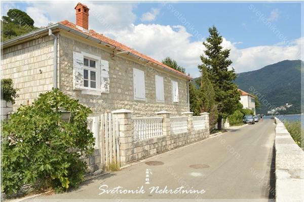 Prodaja kamenih kuca Herceg Novi - Kamena kuca sa dvoristem u prvom redu do mora, Bijela