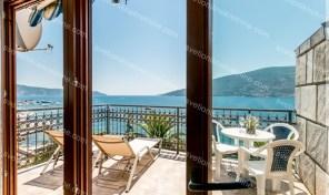 Dvosoban stan sa prelepim pogledom na samoj obali mora – Skver, Herceg Novi