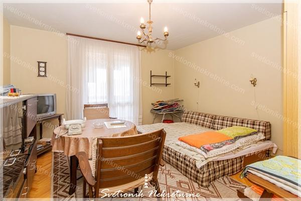 Prodaja stanova Herceg Novi - Stan za renoviranje sa lepim pogledom na more, Topla 2