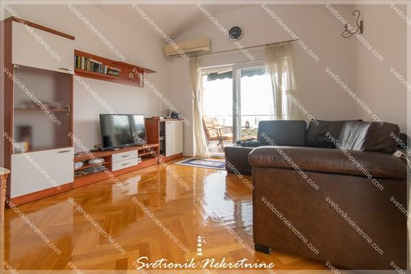 Prodaja stanova Herceg Novi - Luksuzan dvosoban stan sa panoramskim pogledom na more i parkingom u vlasnistvu, Topla 2