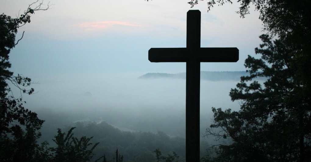 53714-cross-unsplash-jacob-meyer.1200w.tn Qual o nome dos Apóstolos de jesus - Quem eram os Apóstolos antes de Jesus?