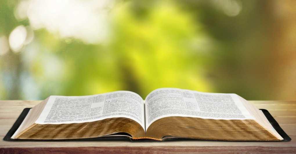 54909-Bible-openBible-thinkstock.1200w.tn Qual o nome dos Apóstolos de jesus - Quem eram os Apóstolos antes de Jesus?