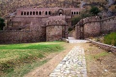 Excursion to Bhangarh Haunted Fort and Abaneri Step Well
