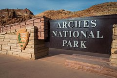Guided Tour of Arches National Park and Its Famous Arches