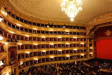 Last minute private tour of Milan with skip-the-line ticket to Teatro alla Scala