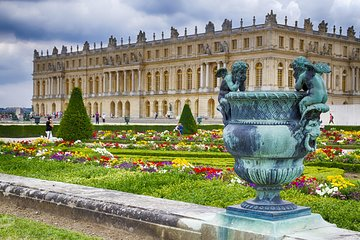 Versailles Palace and Gardens Guided Tour with Skip-the-line Tickets
