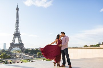 2 Hours Photoshoot tours at the Eiffel tower, Trocadero, Champ de Mars and more